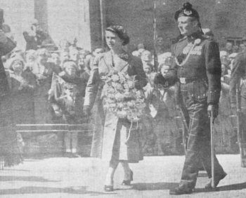 Colonel Duncan Carter-Campbell and HM Queen El...
